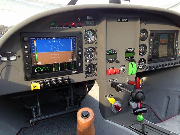 NESIS III 8.4 Zoll Display auf dem Piloten und Copilotenpanel