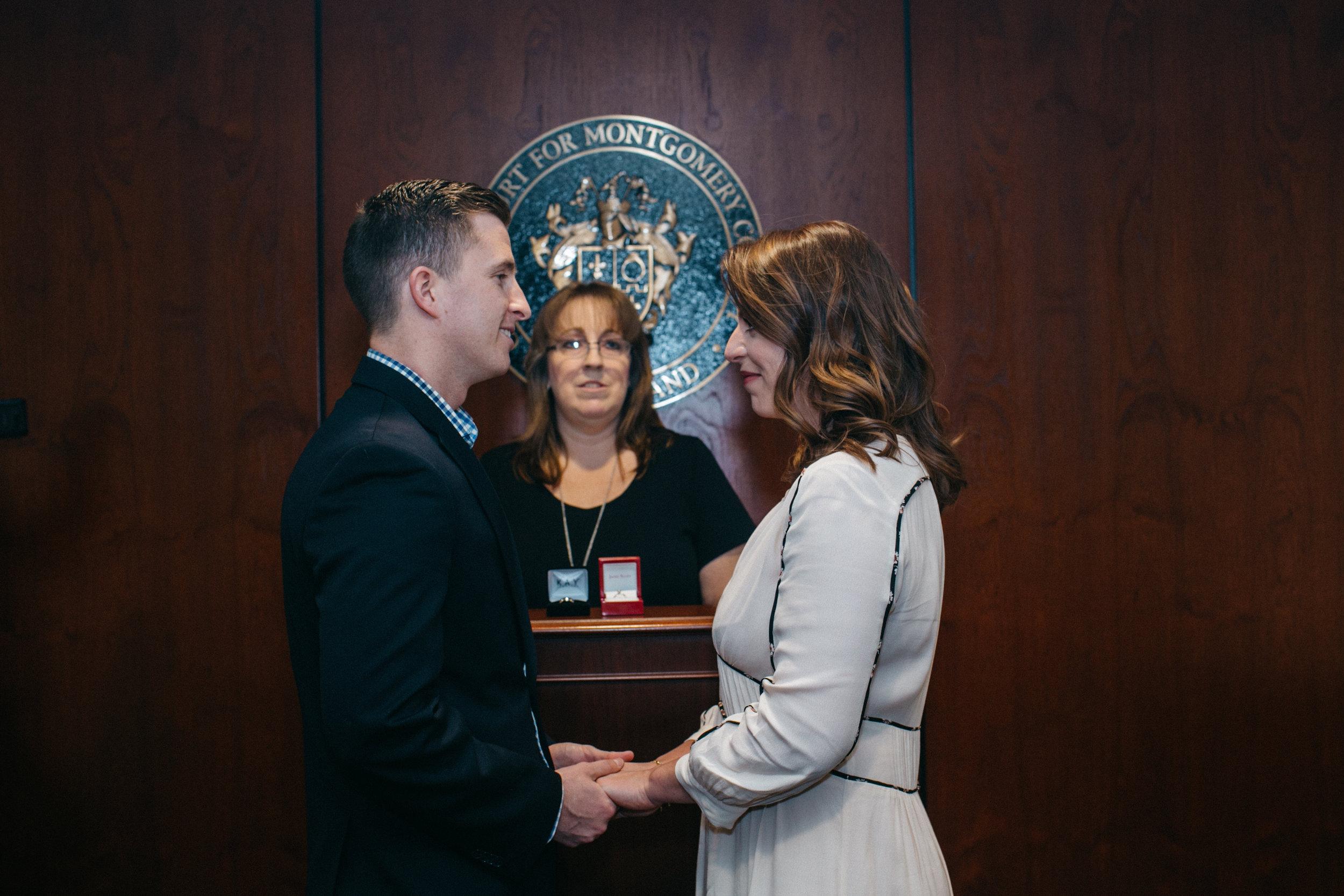 Ce couple se marie dans un tribunal dans l'Etat du Maryland, aux Etats-Unis