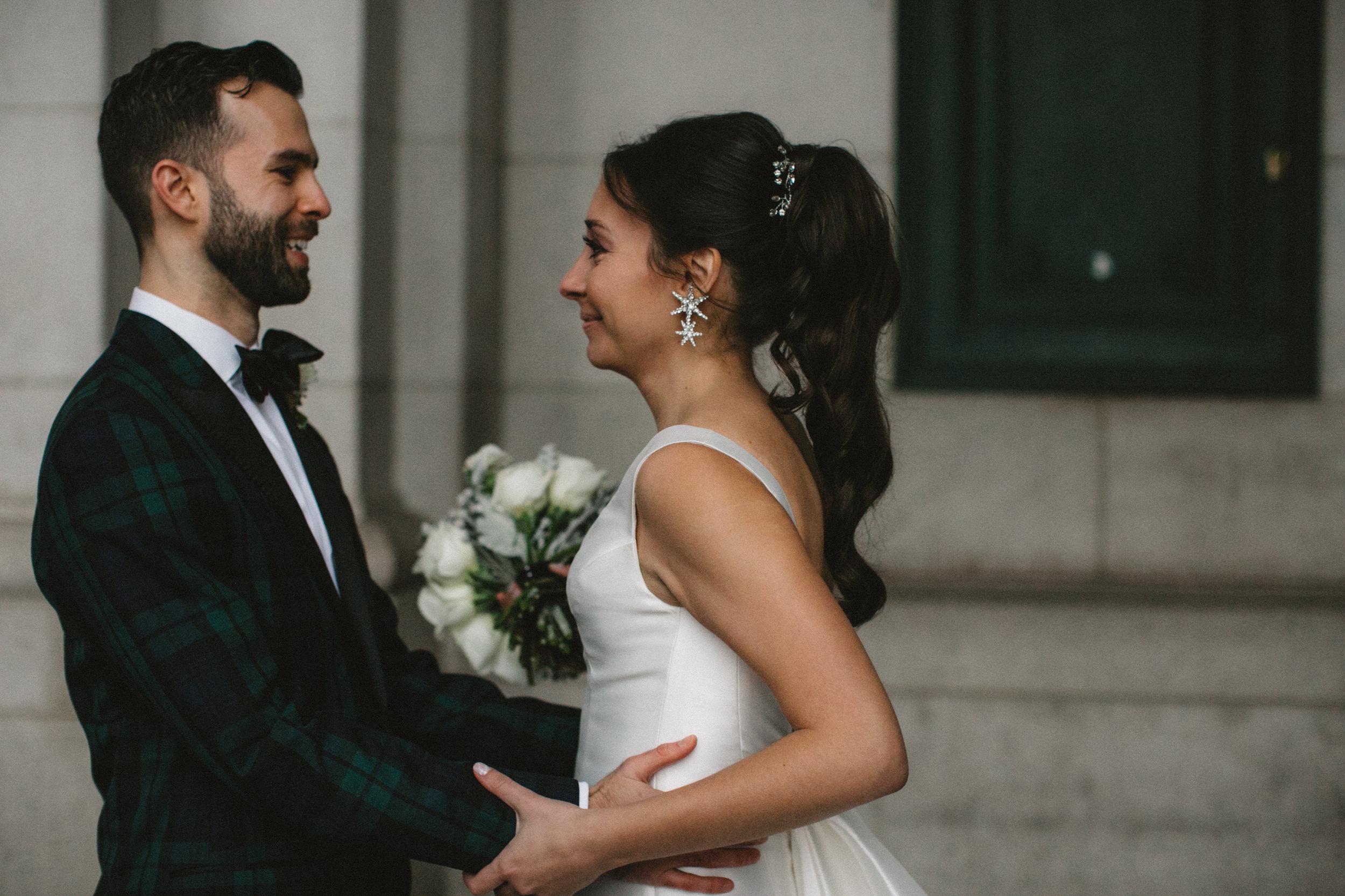 Un moment spécial entre les deux fiancés