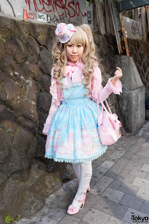 Angelic-Pretty-Lolita-Harajuku-Station-2012-04-02-G0328.jpg