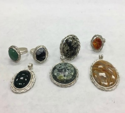 Beautiful pendants and rings designed by our members. Our members went to Doug's location a few sessions to learn how to make these fabulous creations. Well done!