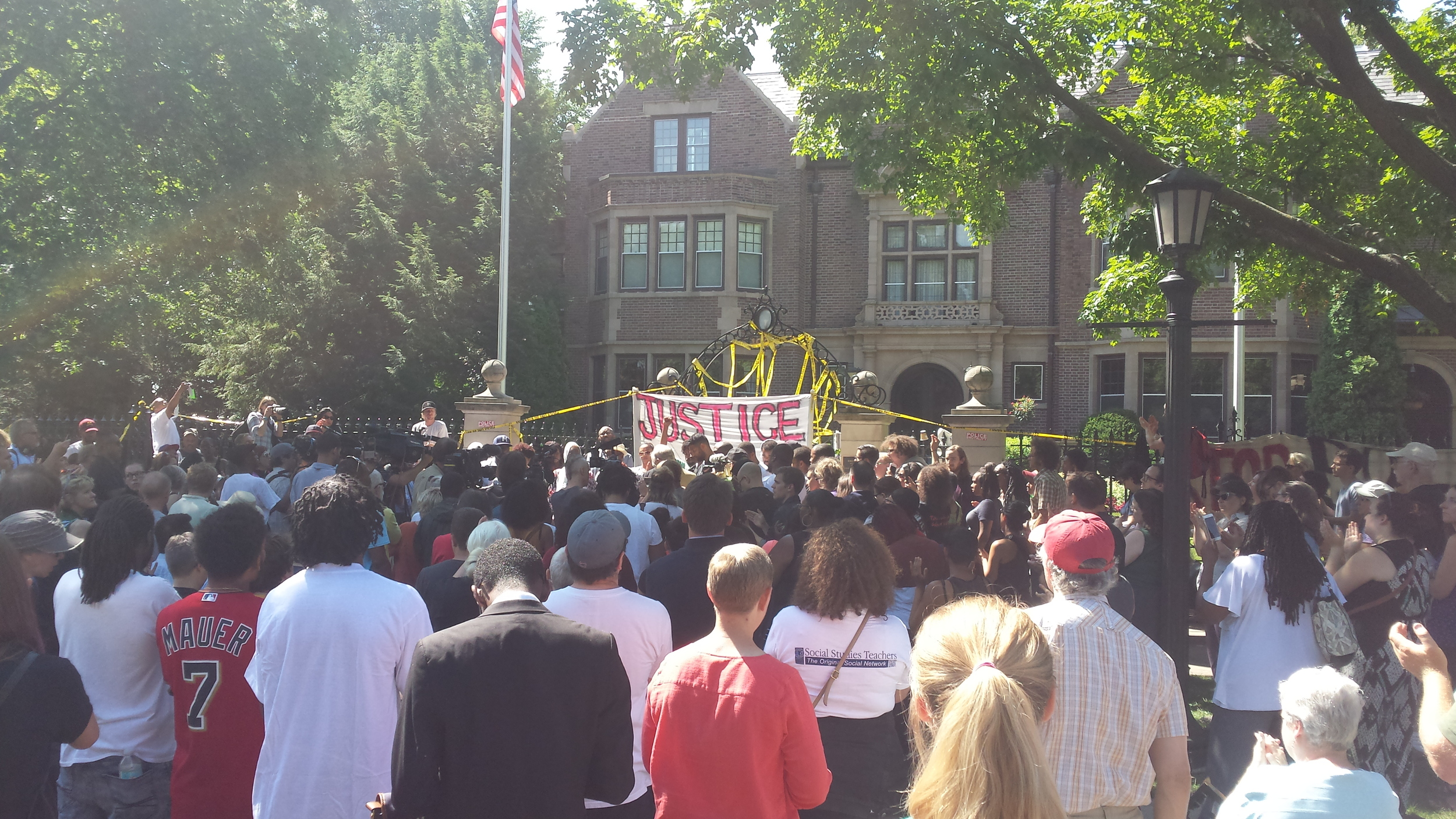 Crowds form outside of governor's mansion.
