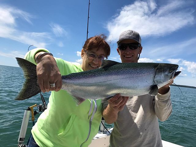 7/6/17 Aunt Jeans first King . . . . . #lescheneauxislands #fishmichigan #puremichigan #fishing #michiganfishing #troutfishing #fishon #michigan #thetugisthedrug #catchandrelease #fish #tightlines #kingsalmon #salmonfishing #atlanticsalmon #laketrout #steelhead #drummondisland #mackinacisland #mibha #accessourwaters