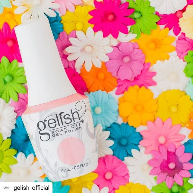 In spring, we wear pink. 🌸  #Repost @gelish_official • • • • • #mani  #manicure #gelishnails #gelish #gelmanicure #springnails #salonphd