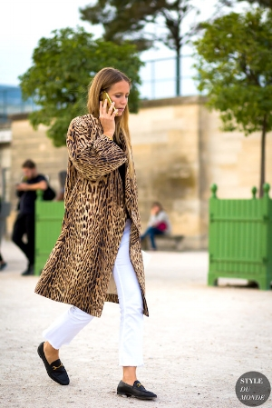 How-To-Wear-Animal-Print-Coat-Leopard-Jacket-Fall-Street-Style-Inspiration-Jennifer-Neyt-White-Jeans-Gucci-Loafers-Effortless-Outfit-Le-Fashion-Blog.jpg