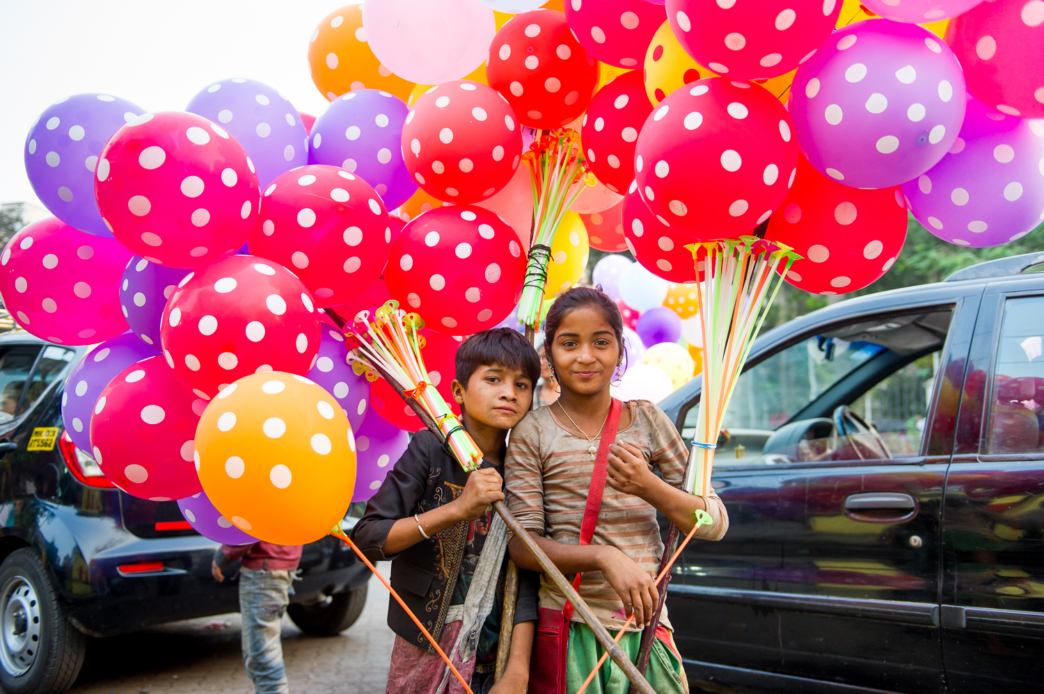 Children selling balloons near Mahalaxlmi, Mumbai, 2017
