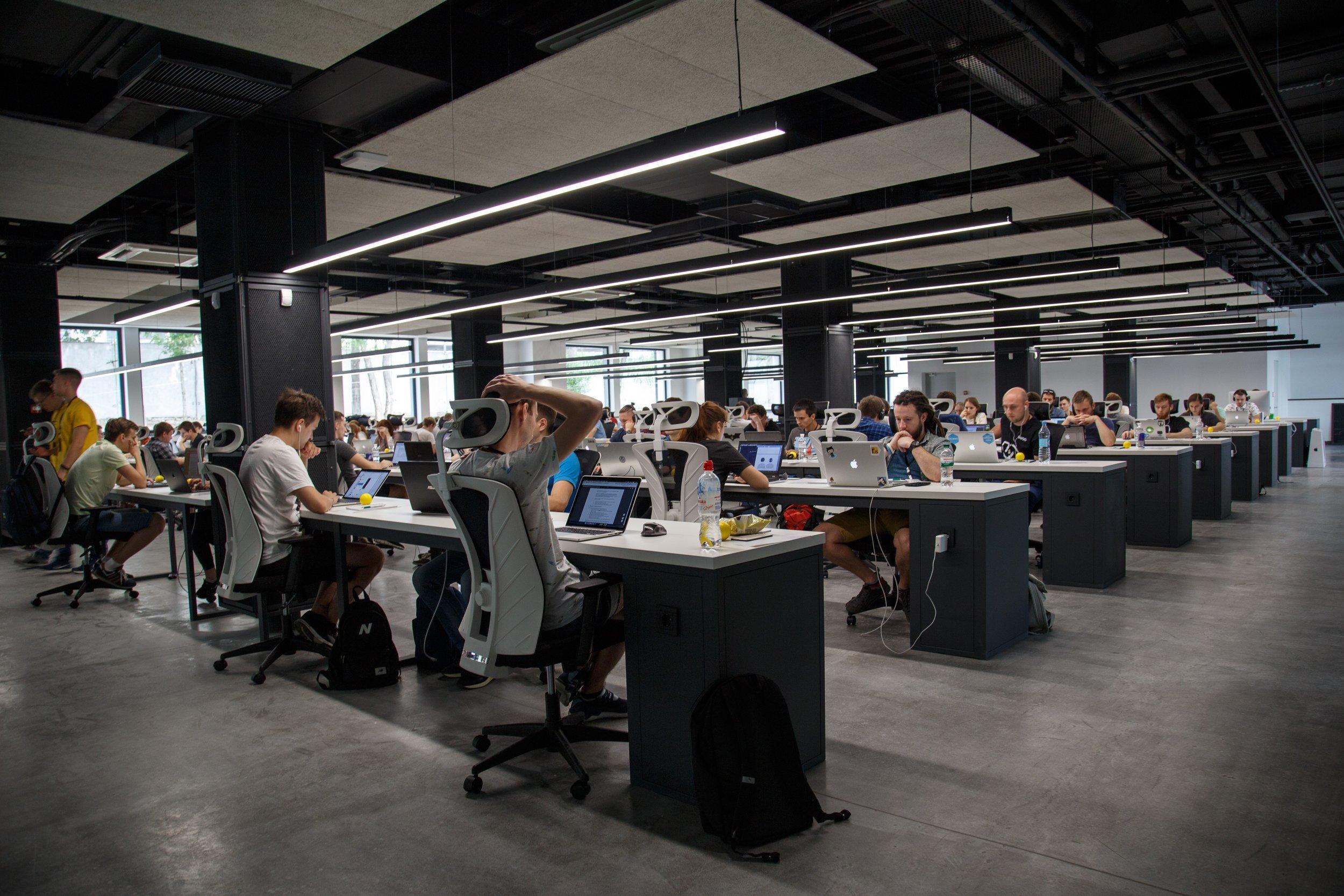 Zeitdruck und Überlastung mit Aufgaben sind ein bedeutender Stressfaktor im Arbeitsalltag