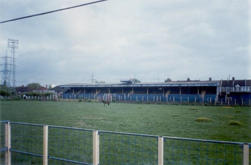 Wimbledons oprindelige hjemmebane ved Plough Lane forfalder, men nu har den fan-ejede konstruktion omkring Wimbledon FC fået godkendelsen til at opføre et nyt stadion. Photo Credit:sarflondondunc/ Flickr / CC BY