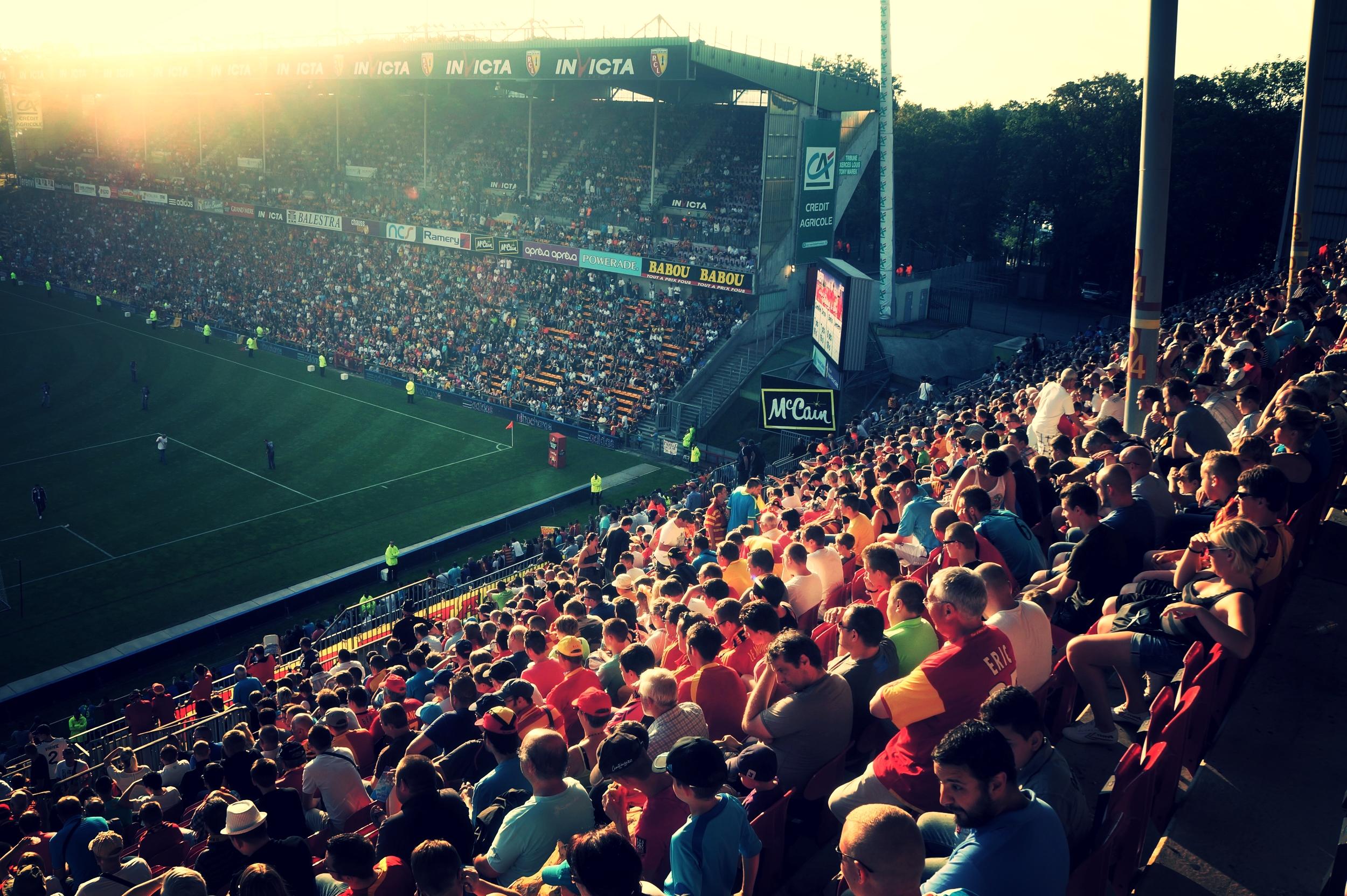 RC Lens fans møder talstærkt op til holdets hjemmekampe på Stade Felix-Boellart. Foto: Dan Pedersen