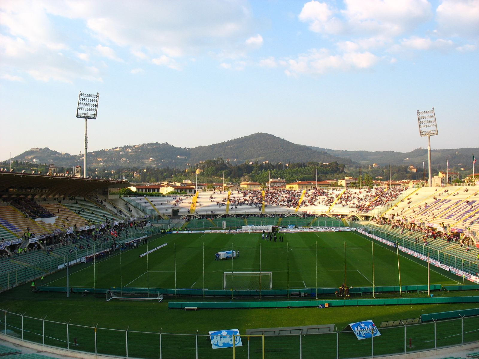 Udsigten fra Stadio Artemio Franchi i Firenze fejler ikke noget. I 2016 skal Fiorentina efter planen påbegynde opførelsen af et nyt og lukket stadion med plads til 40.000 tilskuere. Photo Credt:  KevArchi e/ Flickr /   CC BY-NC 2.0