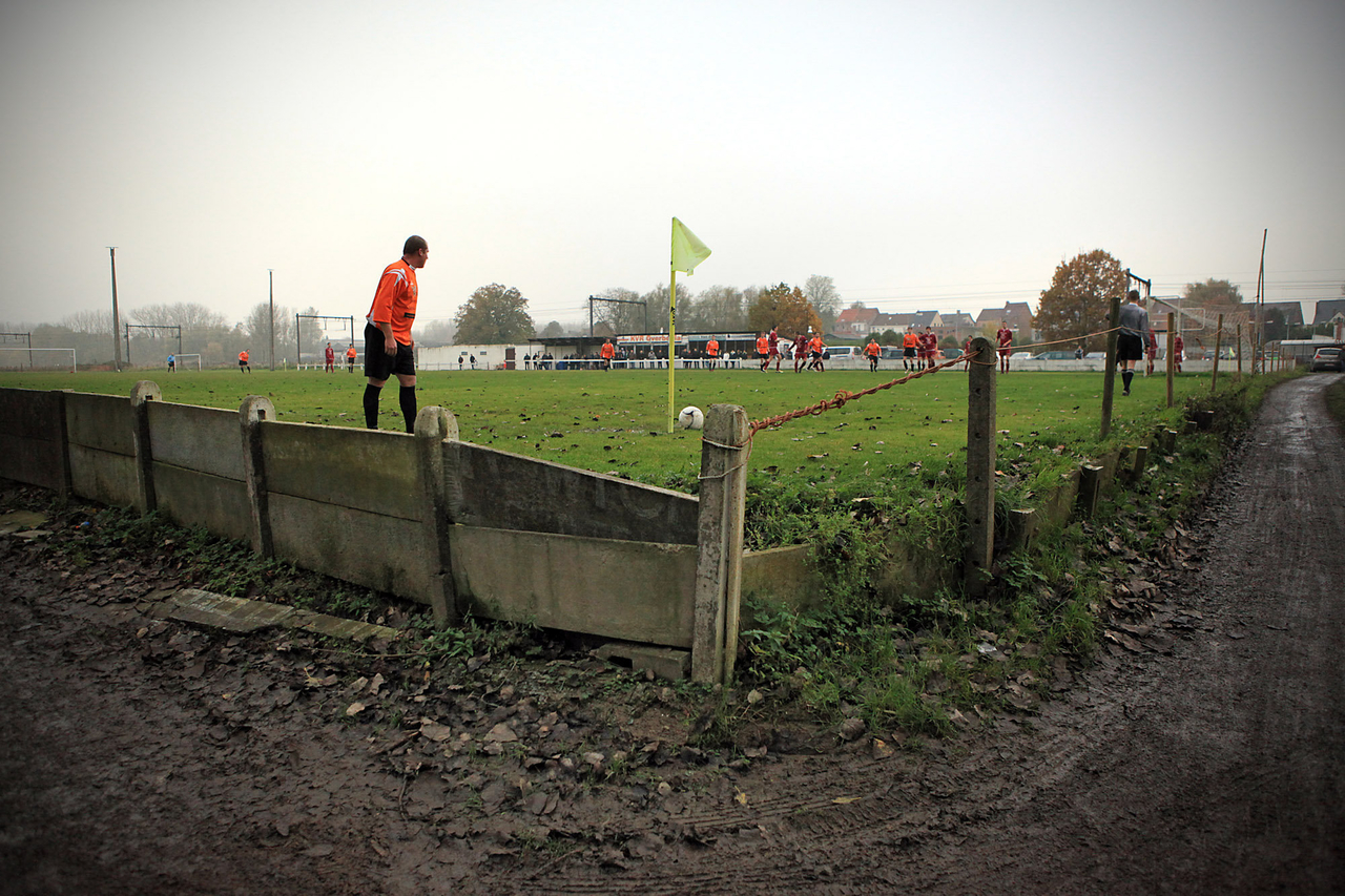 Fodbold i provinsen. Foto: Jürgen Vantomme