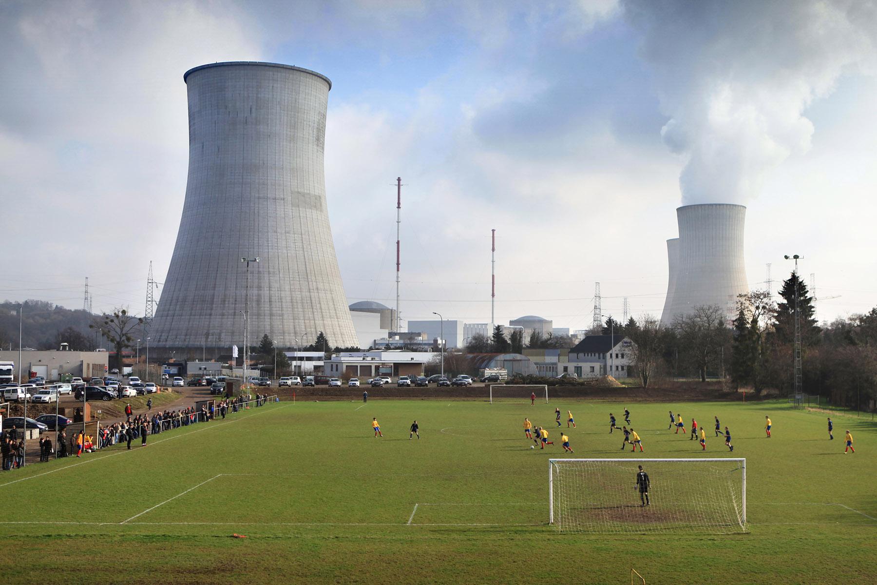 Tung kernekraft kan ikke holde det belgiske fodboldfolk på afstand. Foto: Jürgen Vantomme