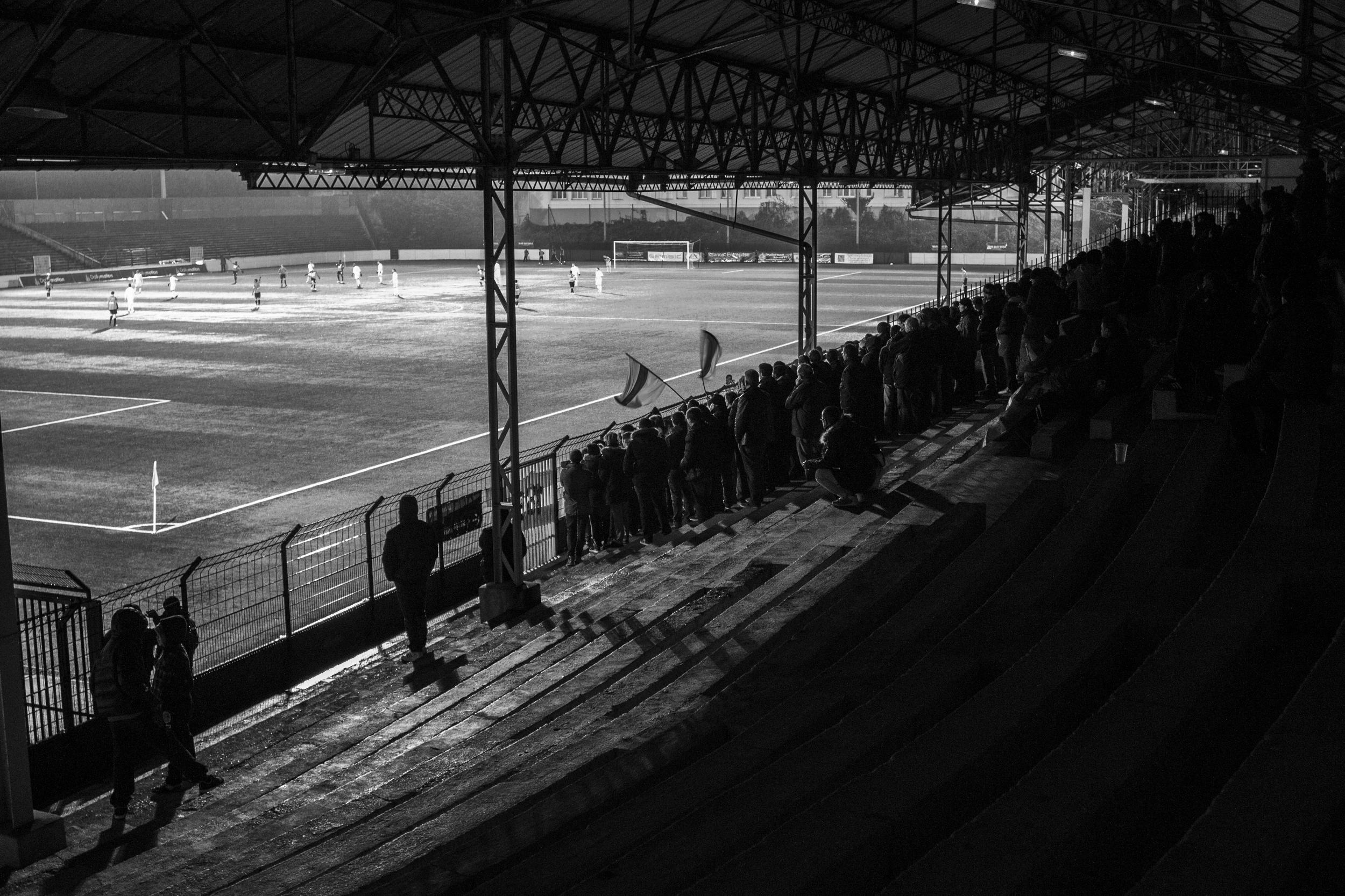 Det faldefærdige Stade Bauer blev af sikkerhedsmæssige årsager ikke godkendt til fodbold inden denne sæson.   Foto: Hugo Cadena