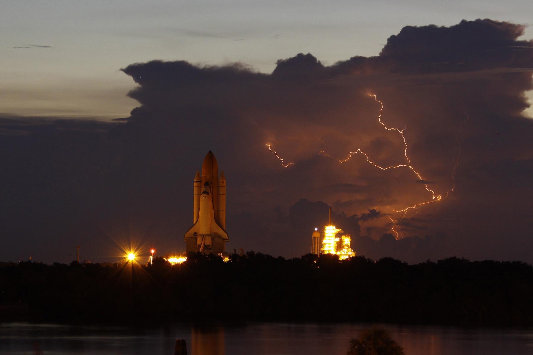 shuttleSTS_128-Lightning.JPG