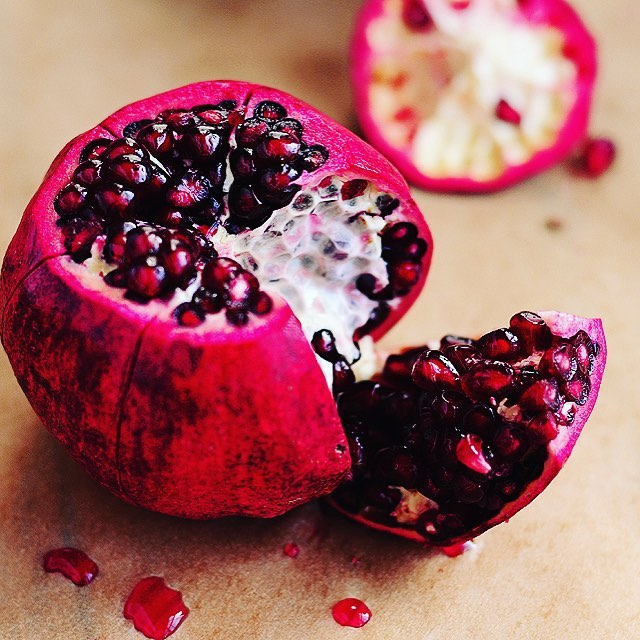 Happy Persian New Year! Nothing jazzes up a dish quite like the glistening, jewel-like pearls of pomegranates 🔴💎🔴 #food #pomegranate #persianfood #persiannewyear #foodstagram #foodlover #foodphoto #foodinsta #instafood #pink #fruit