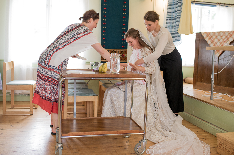 Bohemiskt lantligt bröllop i gammal byskola-3.jpg