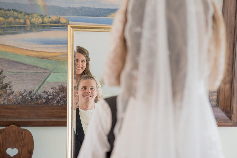 Bohemiskt lantligt bröllop i gammal byskola-15.jpg