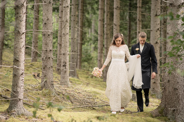 Bohemiskt lantligt bröllop i gammal byskola-39.jpg