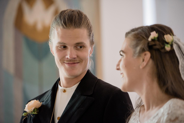 Bohemiskt lantligt bröllop i gammal byskola-46.jpg