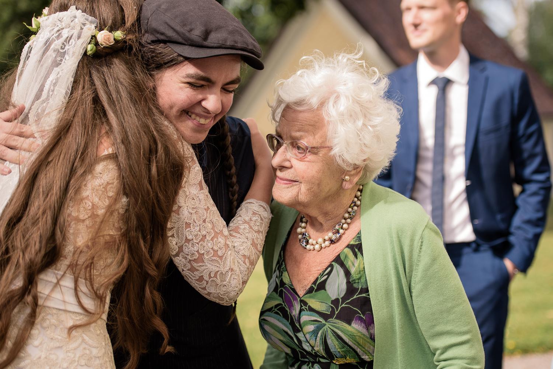 Bohemiskt lantligt bröllop i gammal byskola-60.jpg