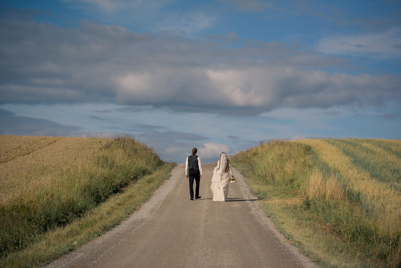 Bohemiskt lantligt bröllop i gammal byskola-76.jpg