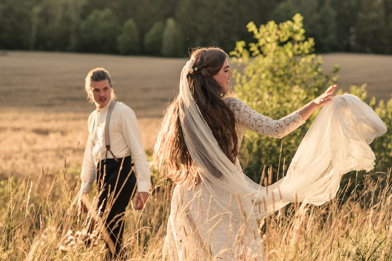 Bohemiskt lantligt bröllop i gammal byskola-152.jpg