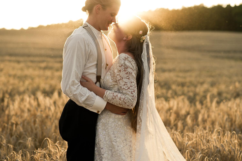 Bohemiskt lantligt bröllop i gammal byskola-156.jpg