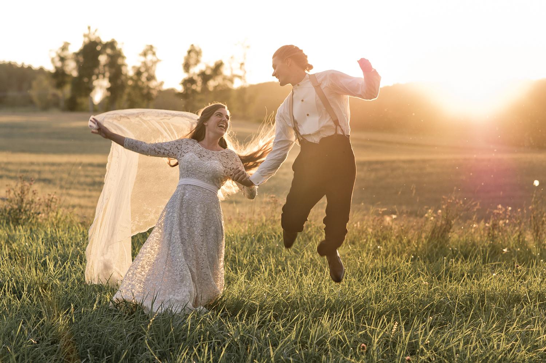 Bohemiskt lantligt bröllop i gammal byskola-172.jpg