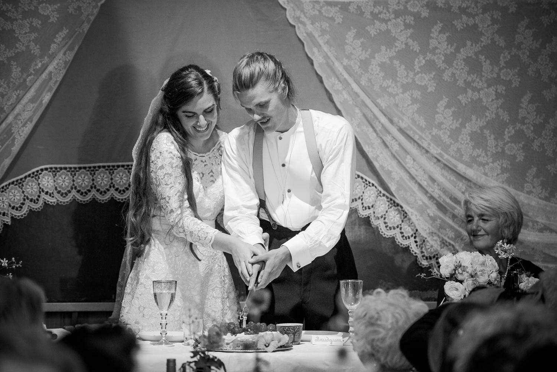 Bohemiskt lantligt bröllop i gammal byskola-184.jpg