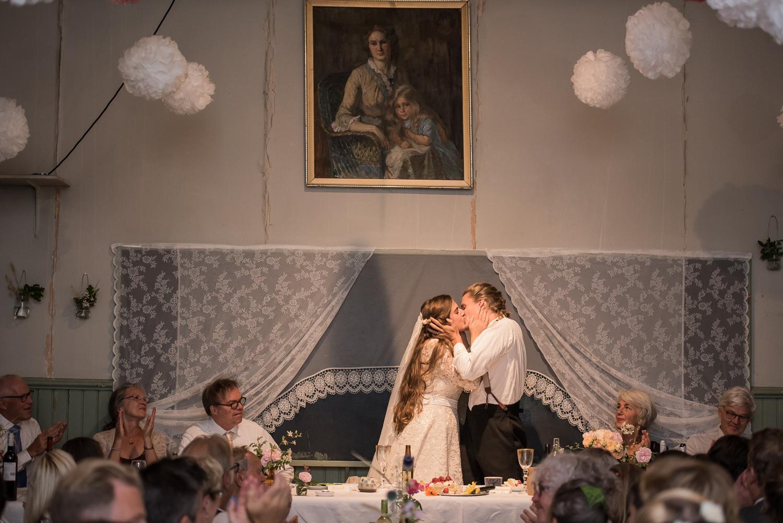 Bohemiskt lantligt bröllop i gammal byskola-192.jpg
