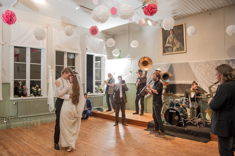 Bohemiskt lantligt bröllop i gammal byskola-193.jpg