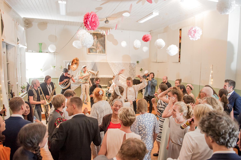 Bohemiskt lantligt bröllop i gammal byskola-197.jpg