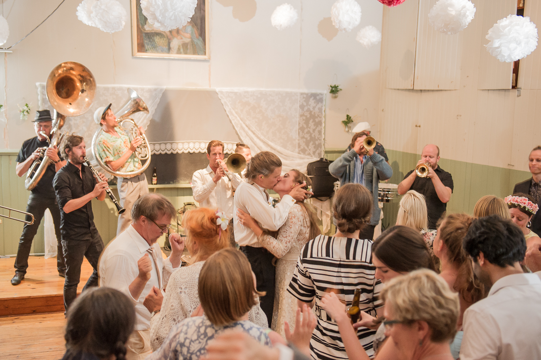 Bohemiskt lantligt bröllop i gammal byskola-198.jpg