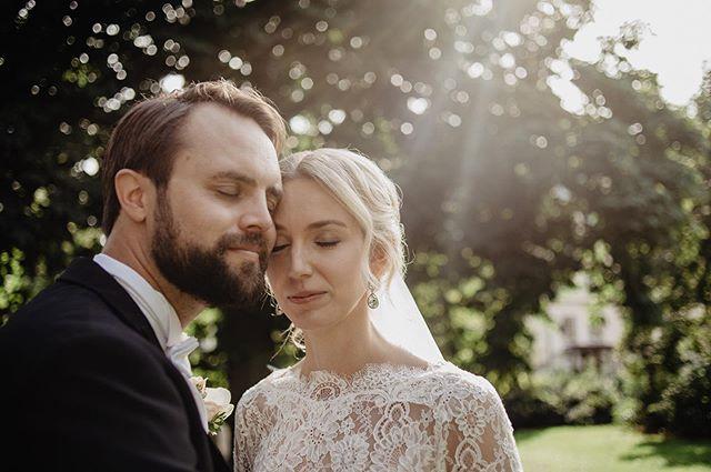Höstsolen💛 Den har ett särskilt ljus, älskar det! . . .  #bröllop #bröllopsfotograf #wedding #weddingphotographer #nordicweddings #skandinaviskabröllop #stockholm #bröllopstockholm #polisparken #rådhuset #nordiclovestories #bröllopsinspiration #authenticlovemag #sistersinlawmagazine #nikon #nikonsweden #fotografmalinsydne #bröllop2019 #bröllop2020 #bridetobe #bröllopsporträtt #weddingportrait