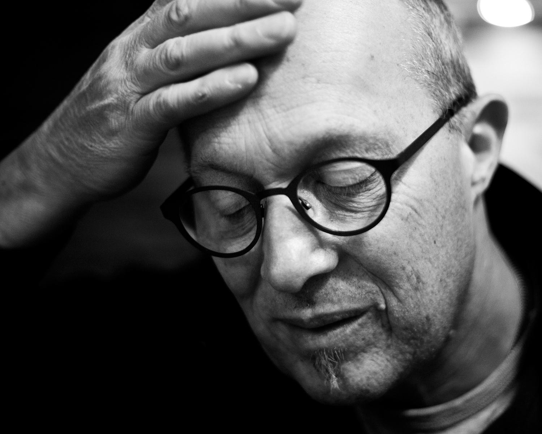 Portretfotografie documentaire vader zwart-wit kwetsbaar Honfleur Eindhoven