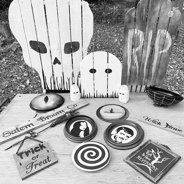 The B's are feelin' Halloweeny! #threebsfinderys #3bsbarn #3bsseasonthree #upcycledhalloween
