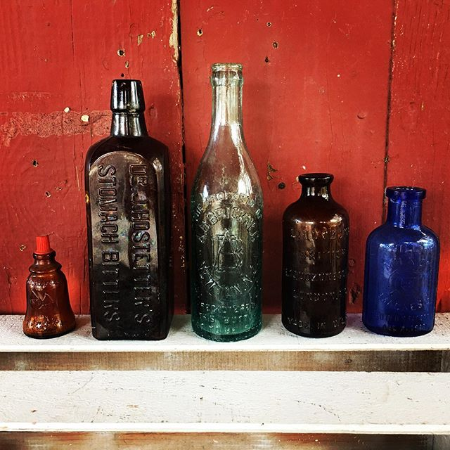 Now cleaning, researching, and pricing these and other vintage bottles. #threebsfinderys #3bsbarn #3bsseasonthree #cardinell #stomachbitters #brickner #newtonnj #liquozone #phillipsmilkofmagnesia