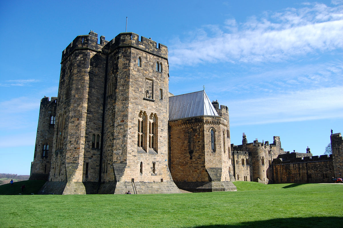 Alnwick-Castle-state-rooms-exterior.jpg