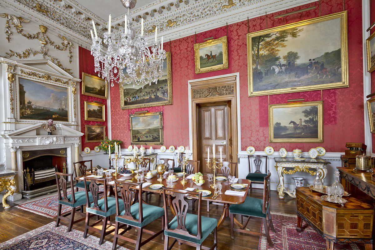 Castle-Howard-Crimson-Dining-Room--wikipedia-1200px.jpg