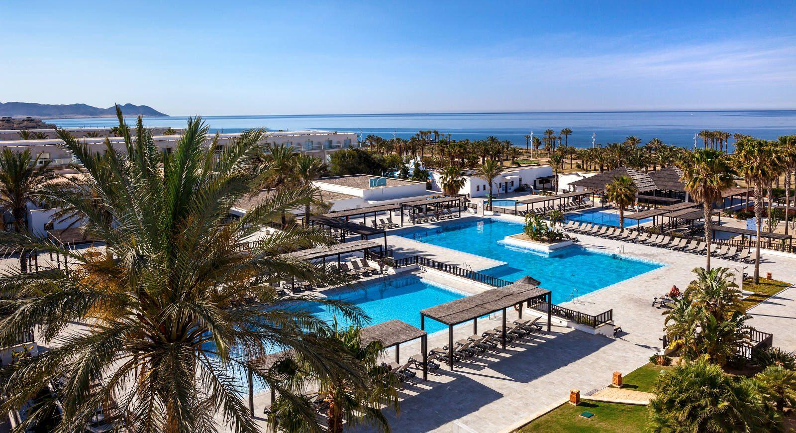236-swimming-pool-57-hotel-barcelo-cabo-de-gata_tcm20-111655_w1600_n.jpg