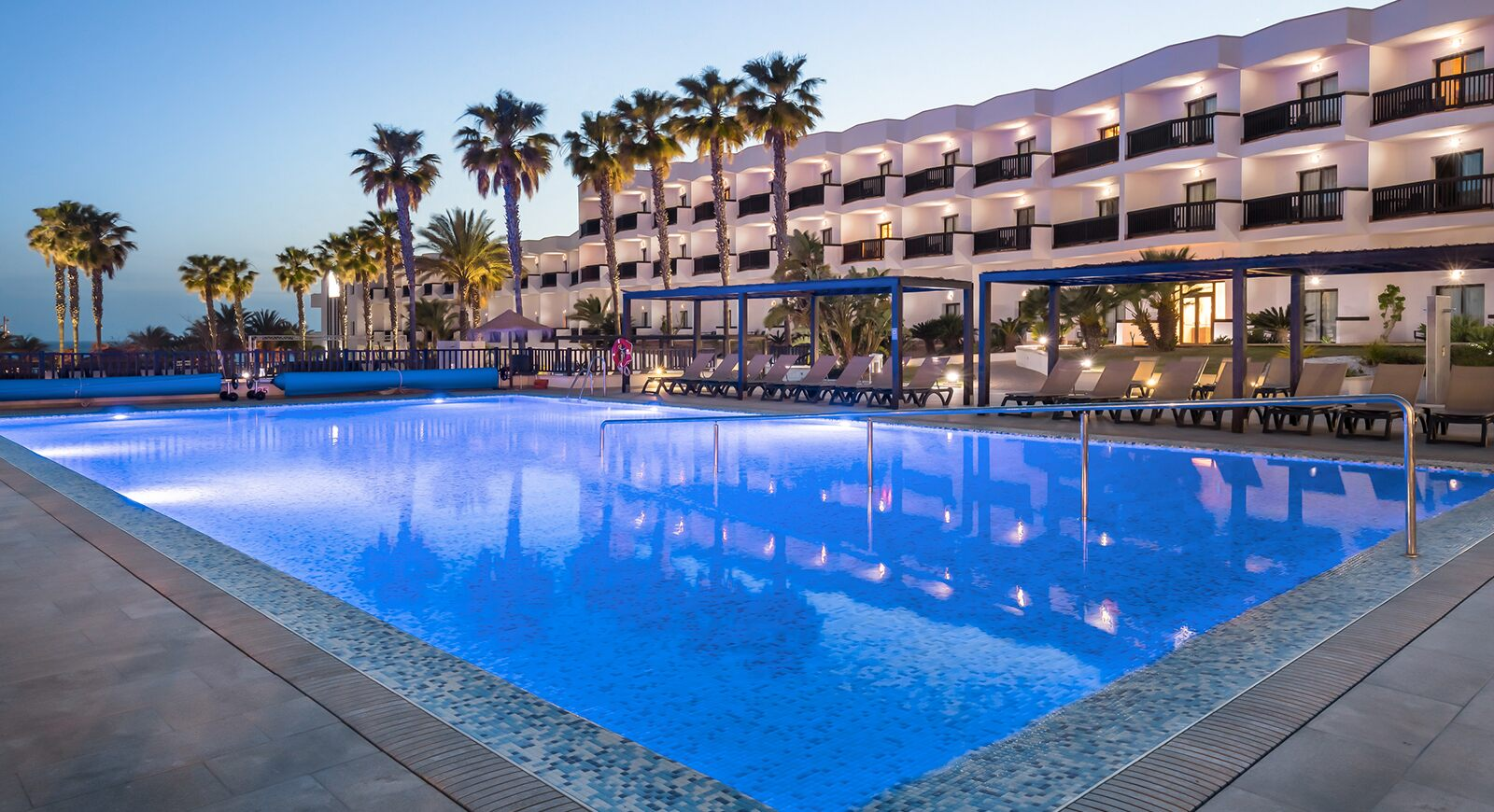 236-swimming-pool-59-hotel-barcelo-cabo-de-gata_tcm20-137230_w1600_h870_n.jpg