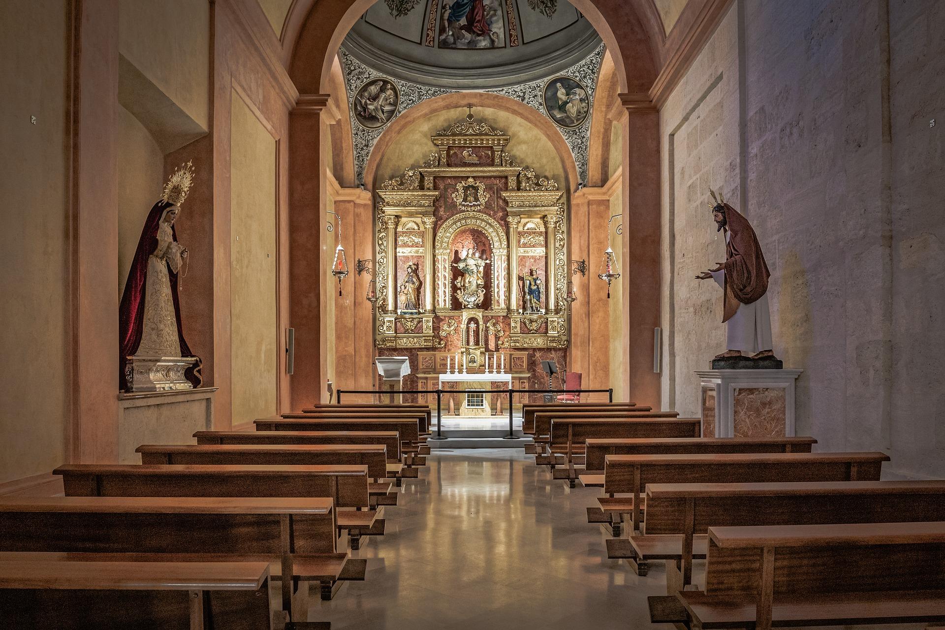 almeria-cathedral-interior--pixabay--4001006_1920.jpg