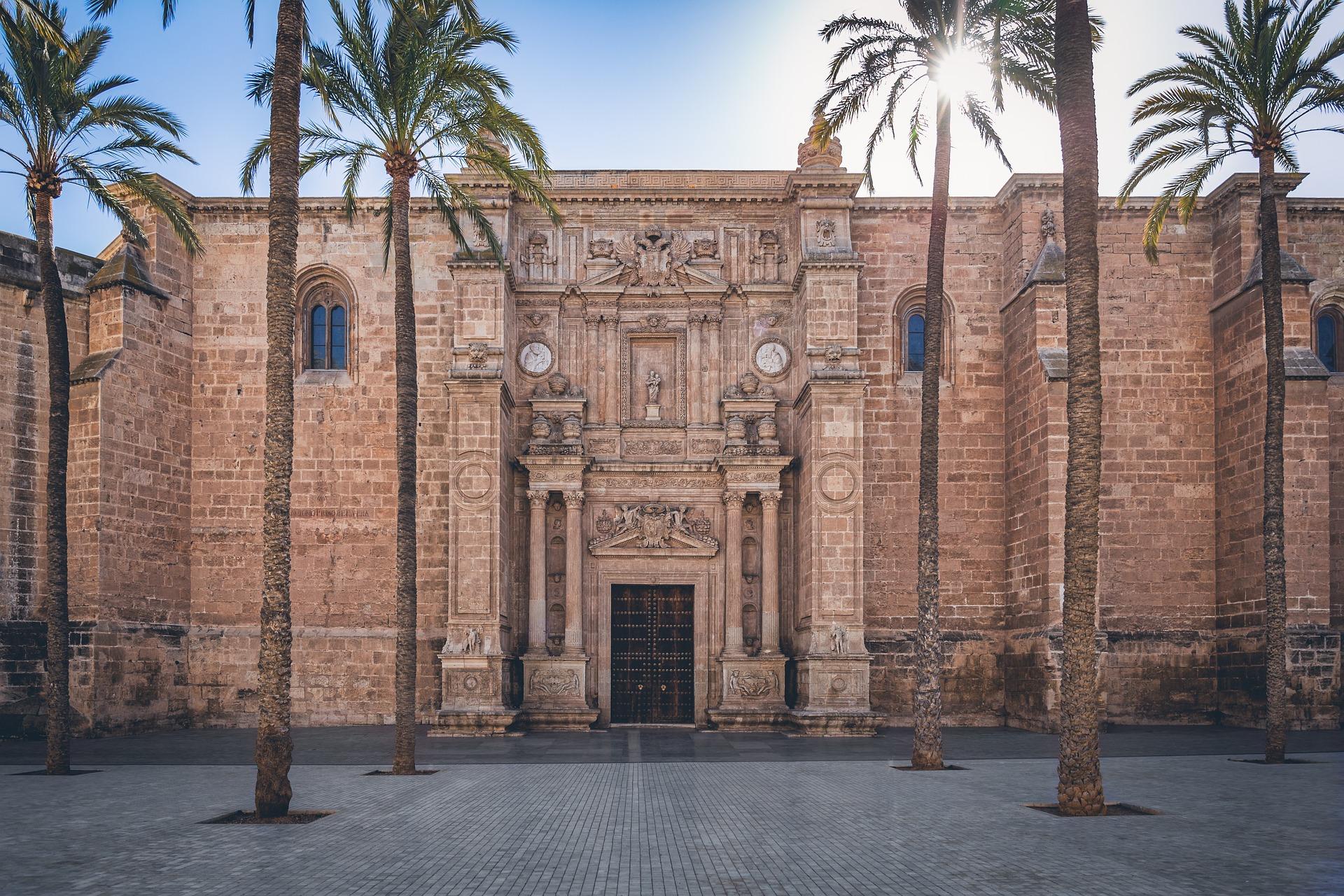 almeria-cathedral-exterior-pixabay--4001001_1920.jpg