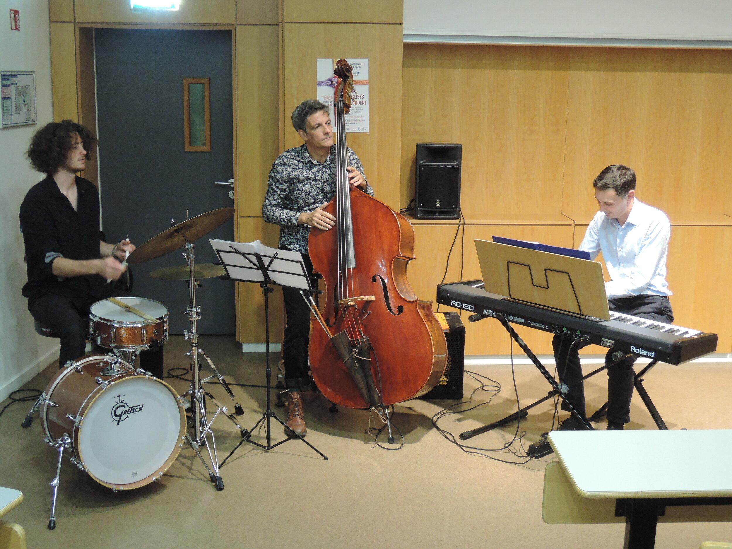 Trio de jazz pour l'introduction