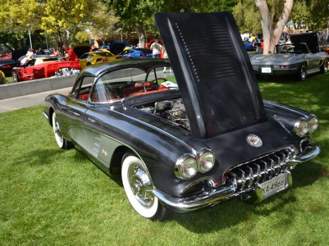 1958_Chevrolet_VorvetteConvertible_383ci_290HP_V-8_ofF.jpg