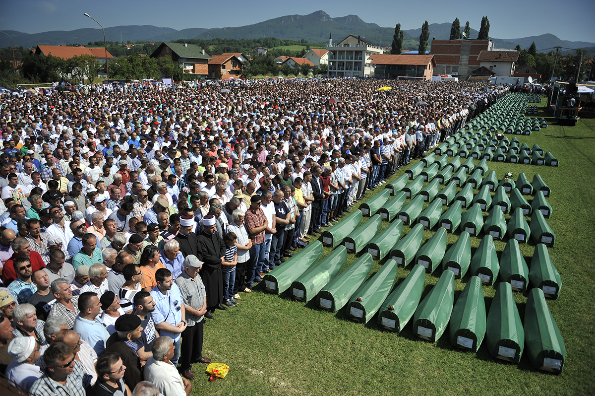 Several thousand people attended the funeral 284 citizens of Prijedor who were killed during the war in Bosnia and Herzegovina because they were non-Serbs. It was the first collective funeral for the victims of the Prijedor area. The remains of the victims were found in Tomasica, the largest mass grave discovered after World War II. Kozarac, Bosnia and Herzegovina.
