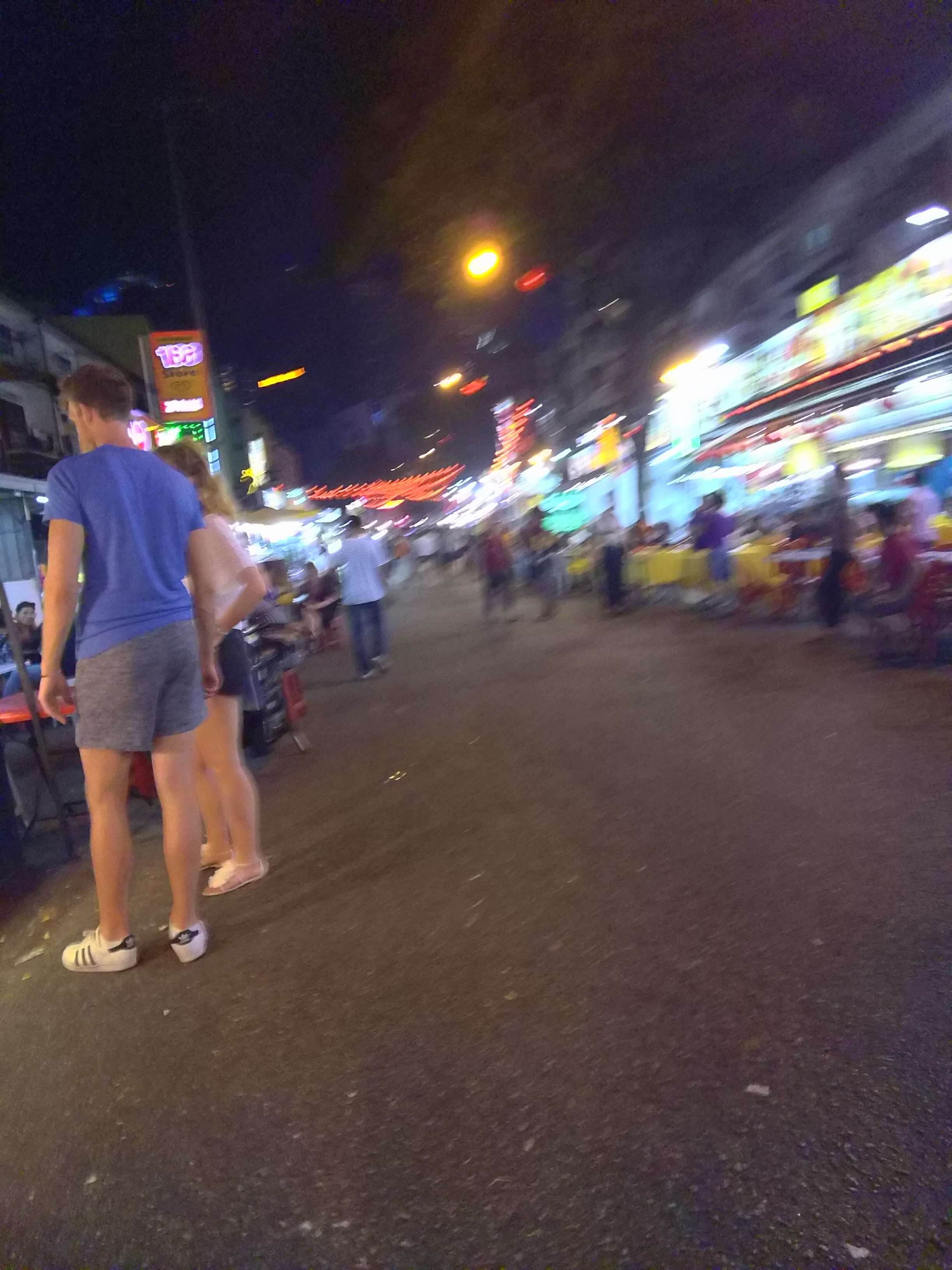 The crowds of people in Jalan Alor during the weekend! It's a busy food market!