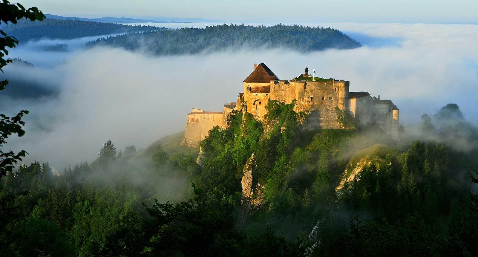 THE BEAUTIFUL REGION OF MY CHILDHOOD.. HERE, THE Chateau de Joux  http://www.tourisme-en-france.com/fr/regions-france/90/le-haut-doubs