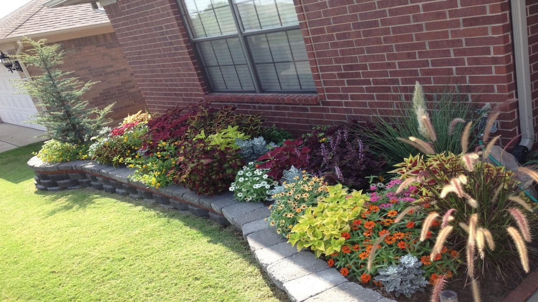 front flowerbed spring 1.jpg