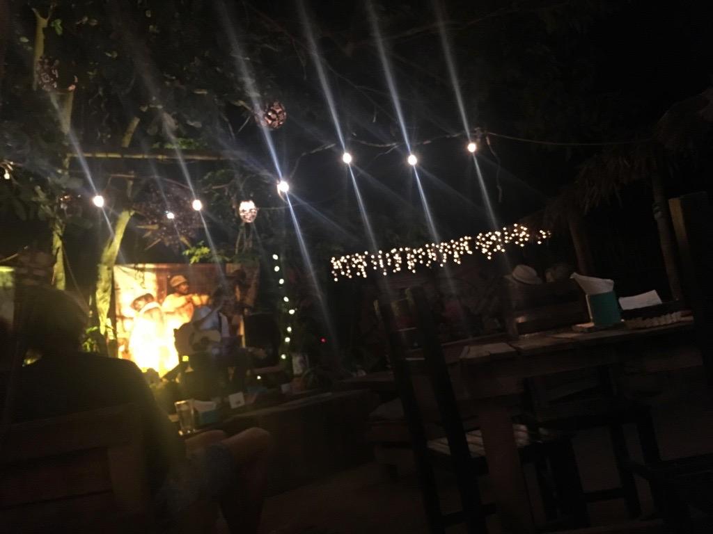 Backyard bar with live music off of Av. Tercer Mundo